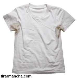 Como tirar mancha de suor da roupa