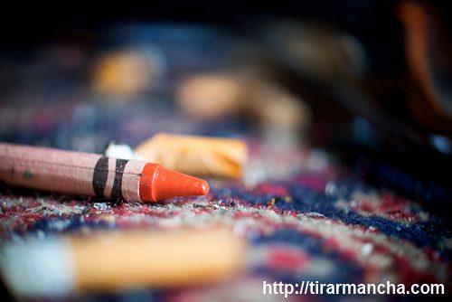 Imagem do giz de cera no carpete - Como tirar mancha de lápis de cera do carpete