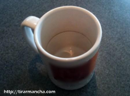 Como tirar manchas de café de louças