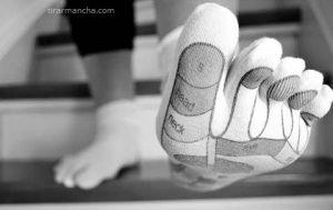 Como tirar mancha de meias encardidas
