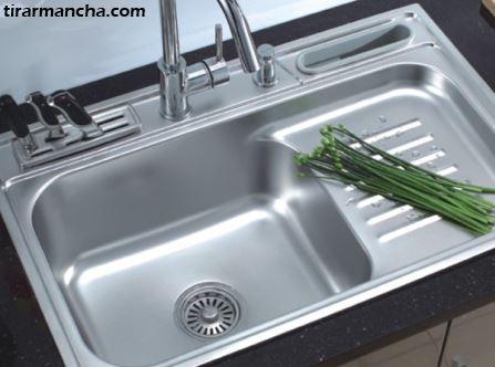 Como limpar utensílios e pia de aço inox