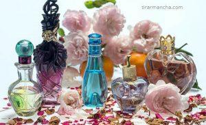 Como tirar mancha de perfume da roupa