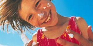 Tirar mancha de protetor solar da roupa