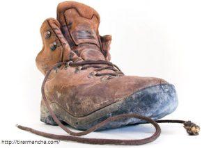 Como tirar mancha de óleo de botas de couro