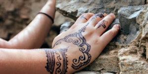Como tirar mancha de henna da roupa