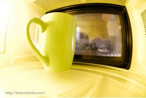 Como tirar manchas do microondas